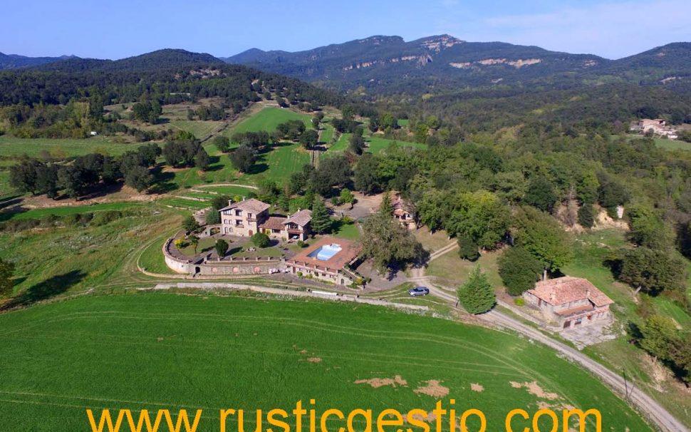 Finca rústica con 3 masías en La Garrotxa (Girona)