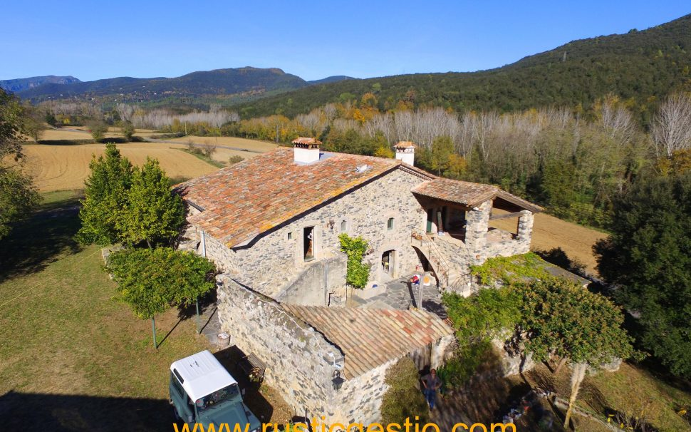 Finca rústica amb masia a la Vall de Llèmana (Girona)