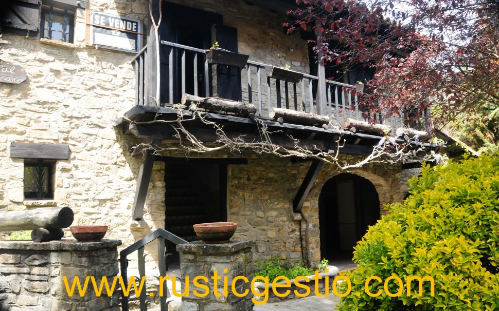 Finca rústica amb masia Gombren (Girona)