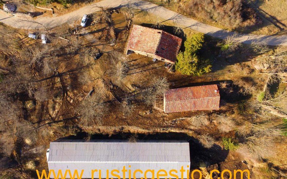 Finca rústica amb masia i granja a Ogassa (Ripollès)