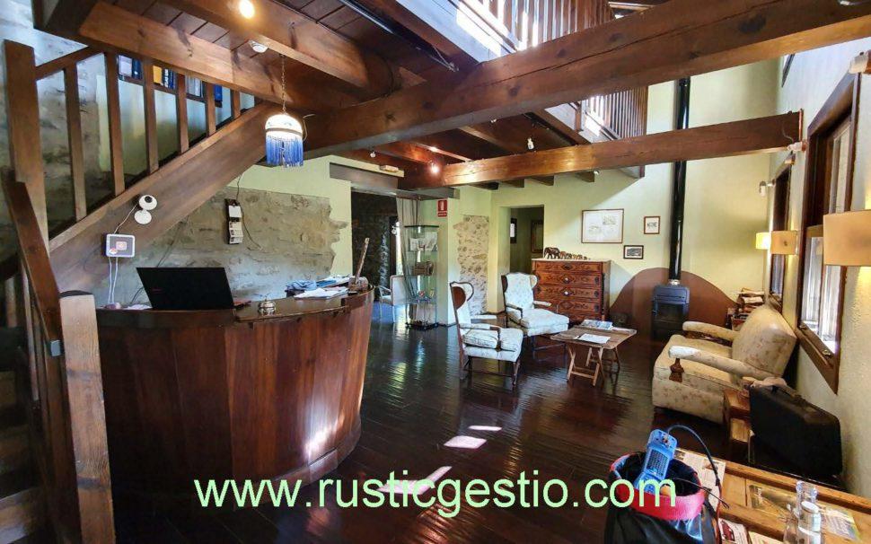 Finca rústica con Hotel Rural en Planoles (Ripollès)