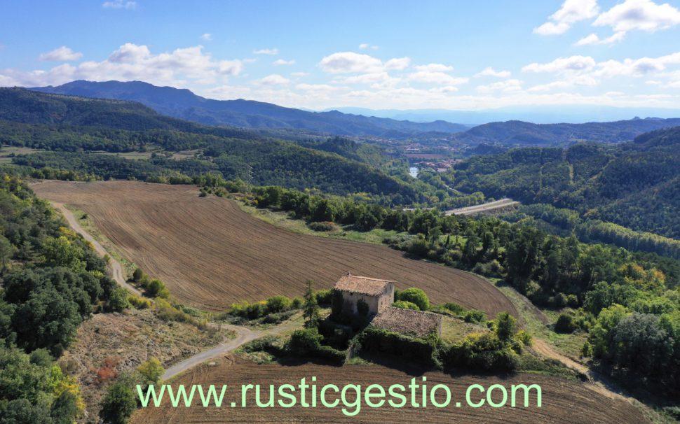 Finca rústica amb masia a Montesquiu (Osona)
