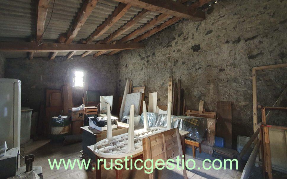 Finca amb masia a Sant Joan de les Abadesses (Girona)
