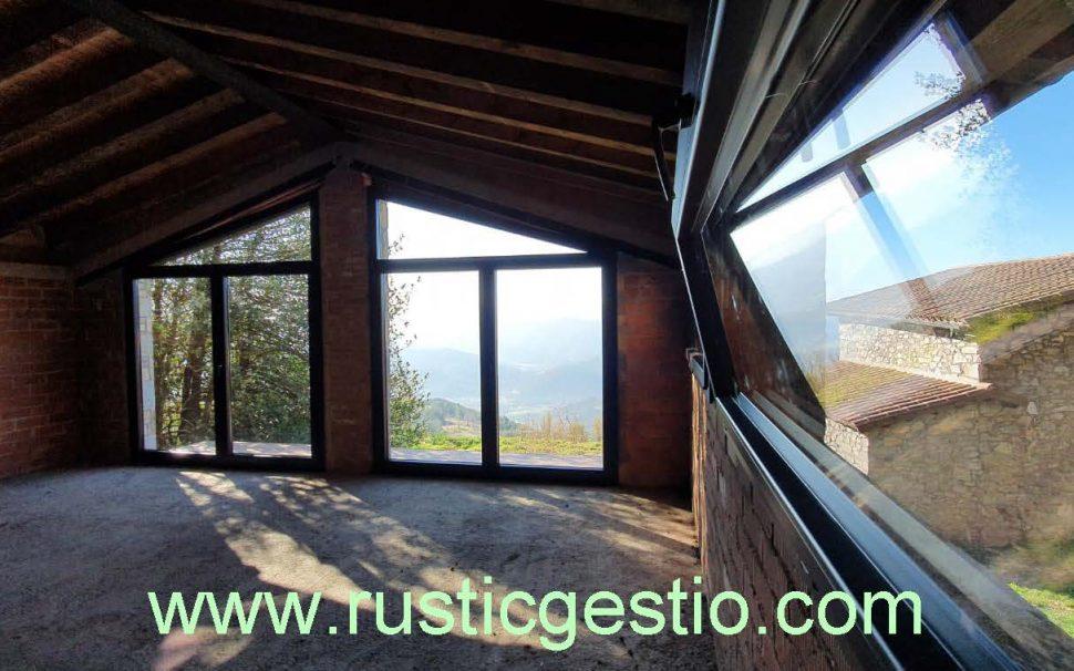 Finca rústica amb masia a Ogassa (Ripollès)