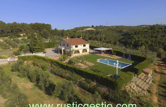 Finca rústica amb masia a Castellbisbal (Vallès Occidental)