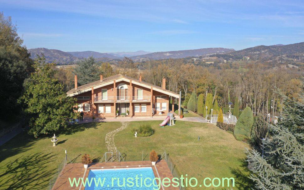 Finca rústica amb 3 habitatges a Orís (Osona)