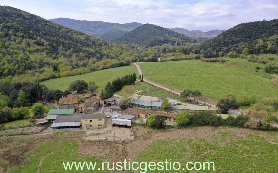 Finca rústica con masía y granja en Santa Pau (Garrotxa)